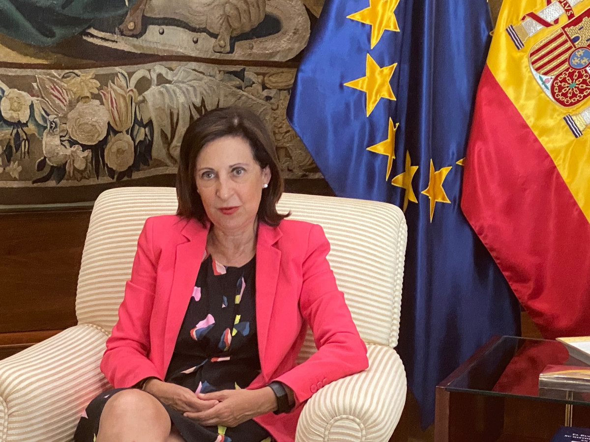 A ministra de Defensa, Margarita Robles, durante a entrevista con Europa Press